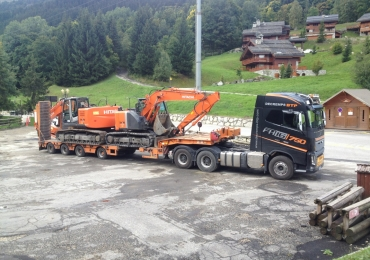 Location-camion-transport-engins-BTP-avec-chauffeur-a-Annecy